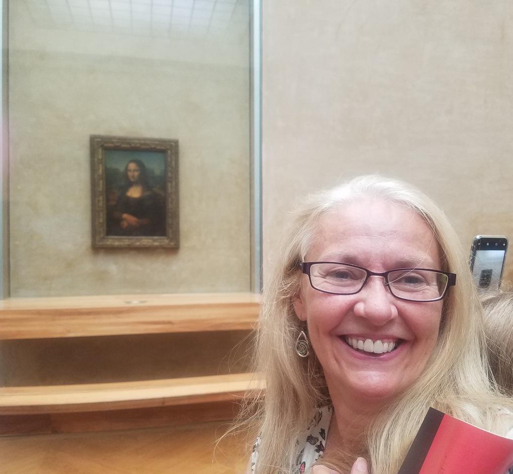 selfie with mona lisa