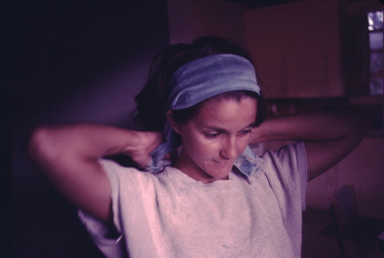 woman tying her hair back