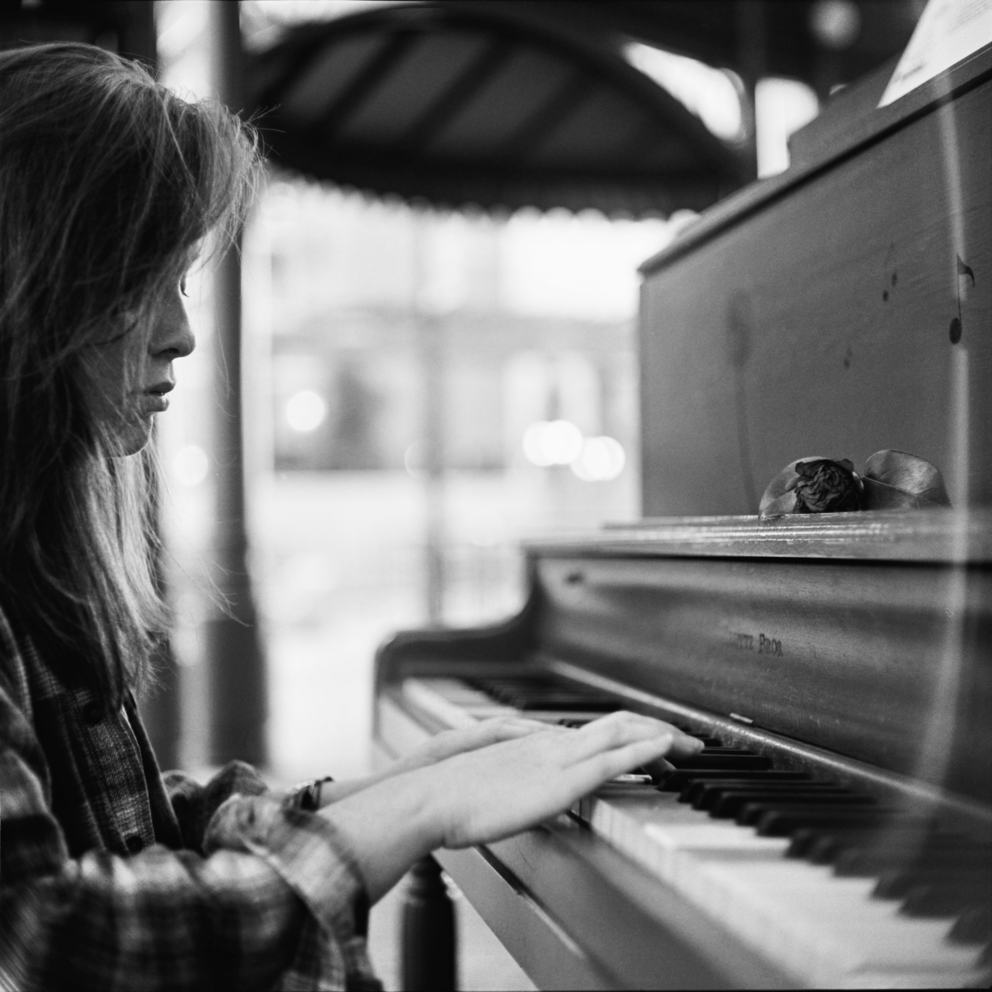 Play me the song of love