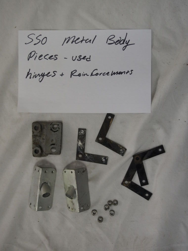 550 metal body pieces used hinges + reinforcements